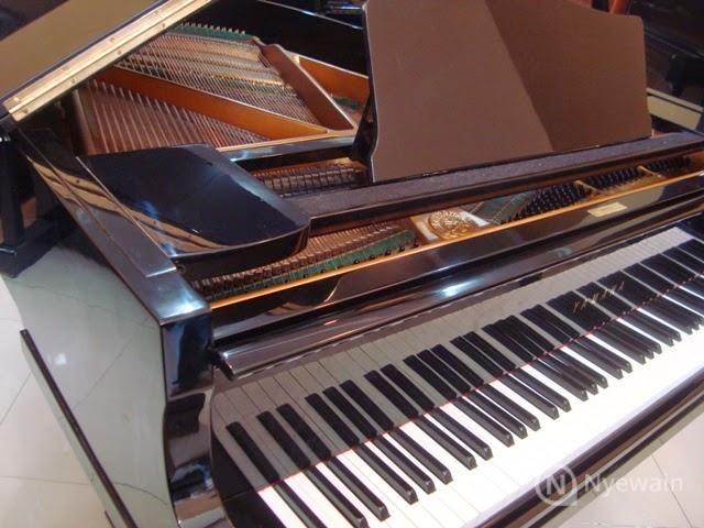 Sewa Piano Baby Grand Piano Yamaha Nyewain